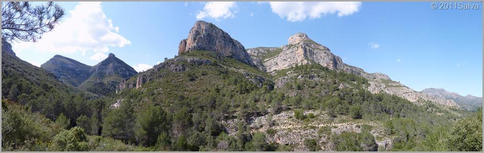 Perspectiva de les muntanyes que envolten el barranc