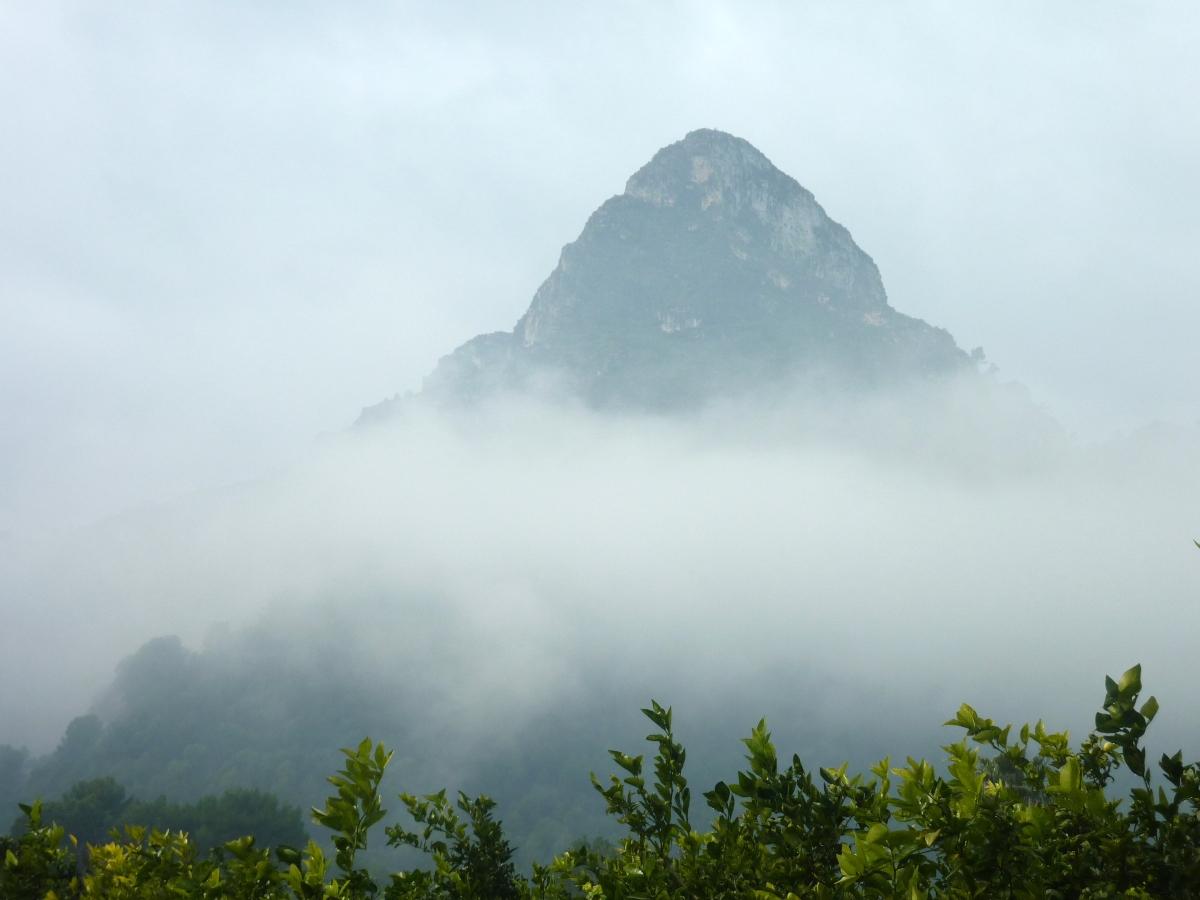 La Serra Falconera - El barranc del Molló y la Cova de l'Abisme